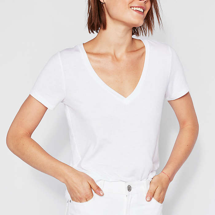 163e49ea 10 Best V-Neck White Tees | Rank & Style